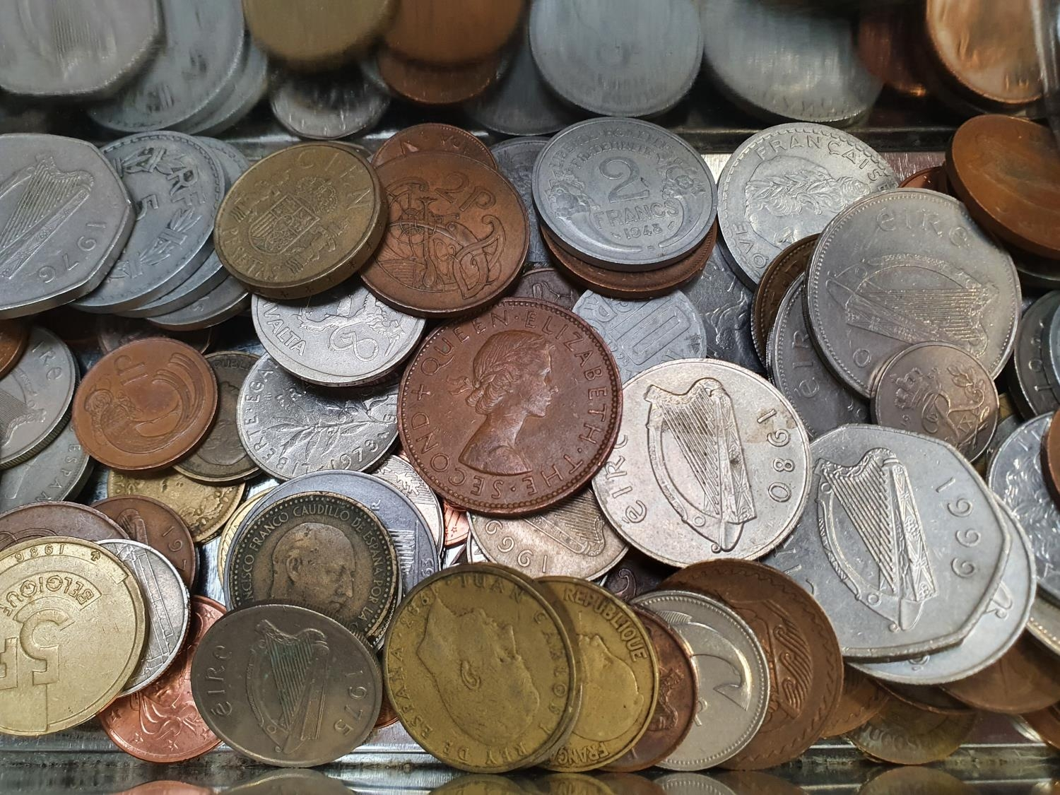 A collection of foreign coins, some uncirculated. - Image 3 of 5