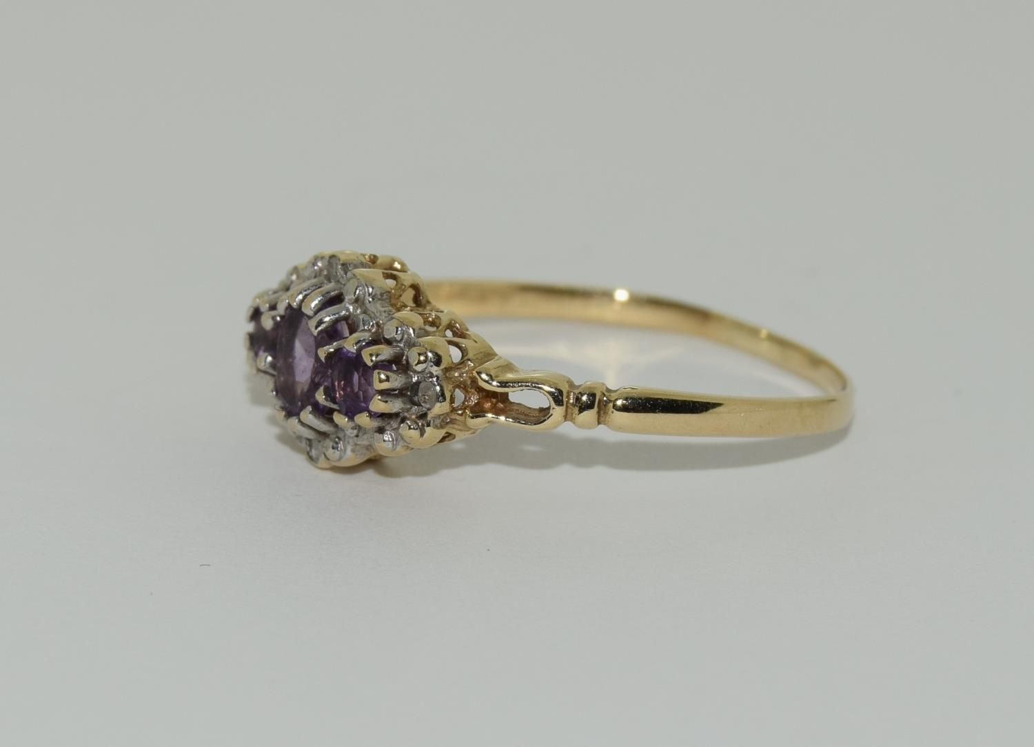 Vintage 9ct gold amethyst and diamond ring. 1.9grams, size R. - Image 4 of 6