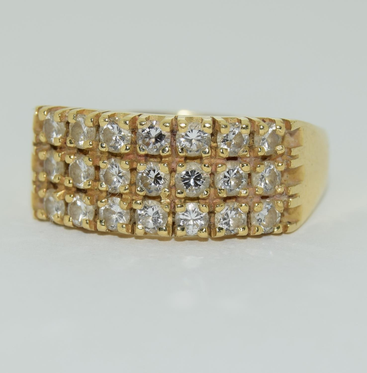 A Heavy 0.75ct three row diamond and 18ct yellow gold ring. 5.1 grams, Size R - Image 6 of 6