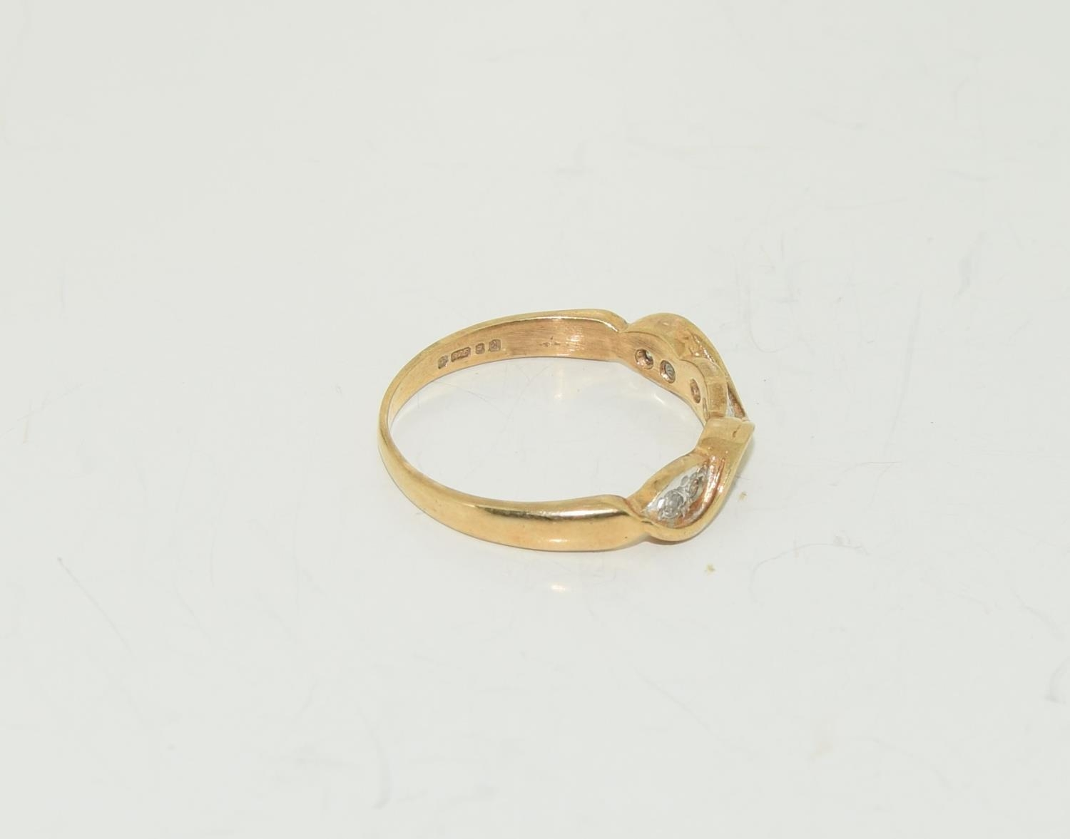 9ct gold half eternity ring. Size K - Image 2 of 3