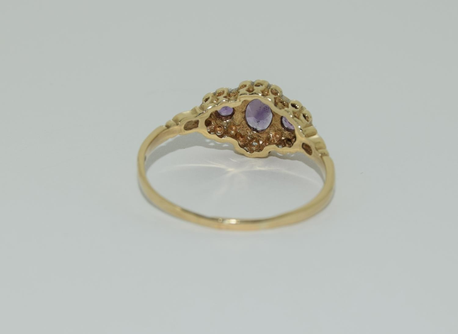 Vintage 9ct gold amethyst and diamond ring. 1.9grams, size R. - Image 3 of 6