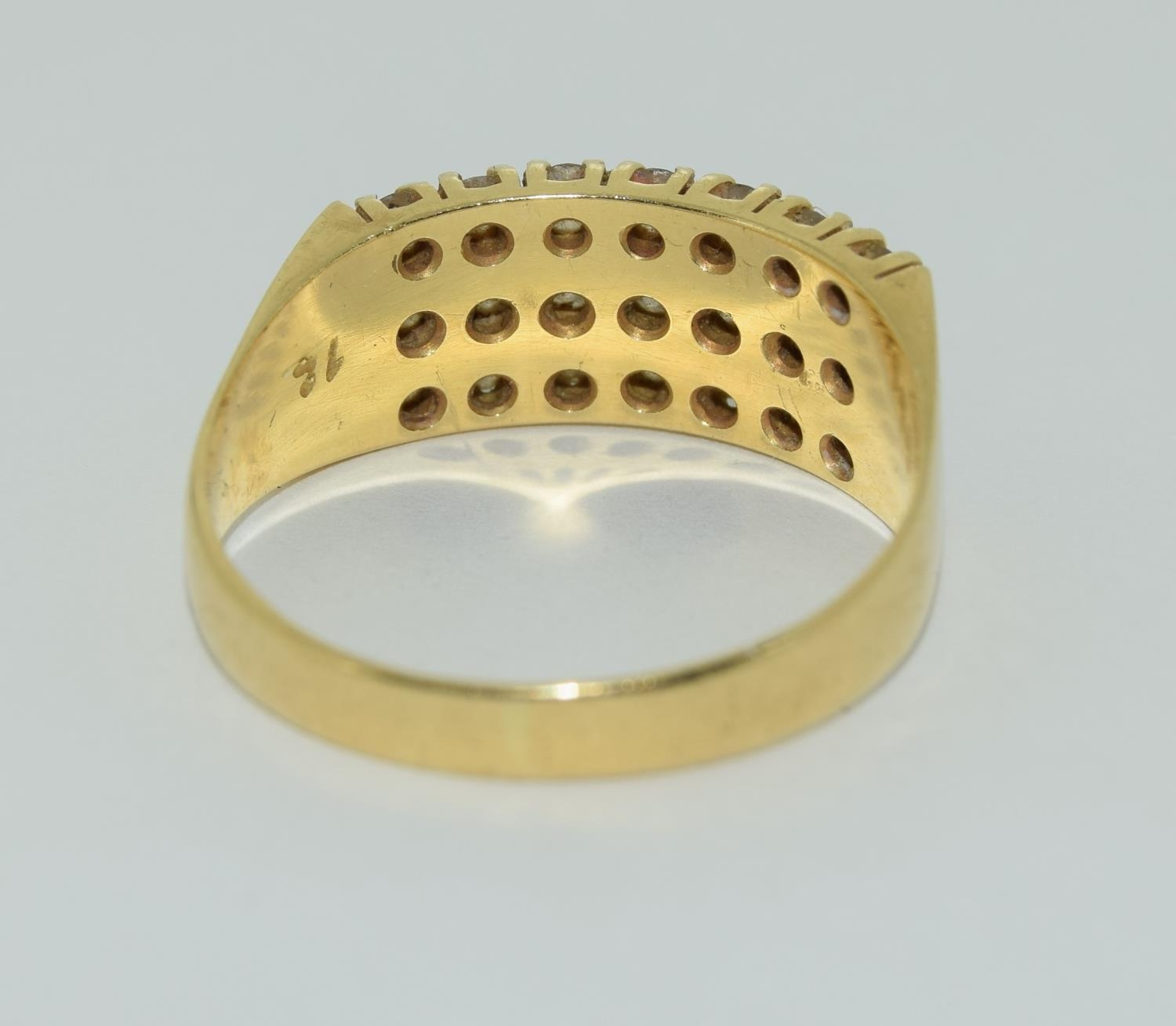 A Heavy 0.75ct three row diamond and 18ct yellow gold ring. 5.1 grams, Size R - Image 3 of 6