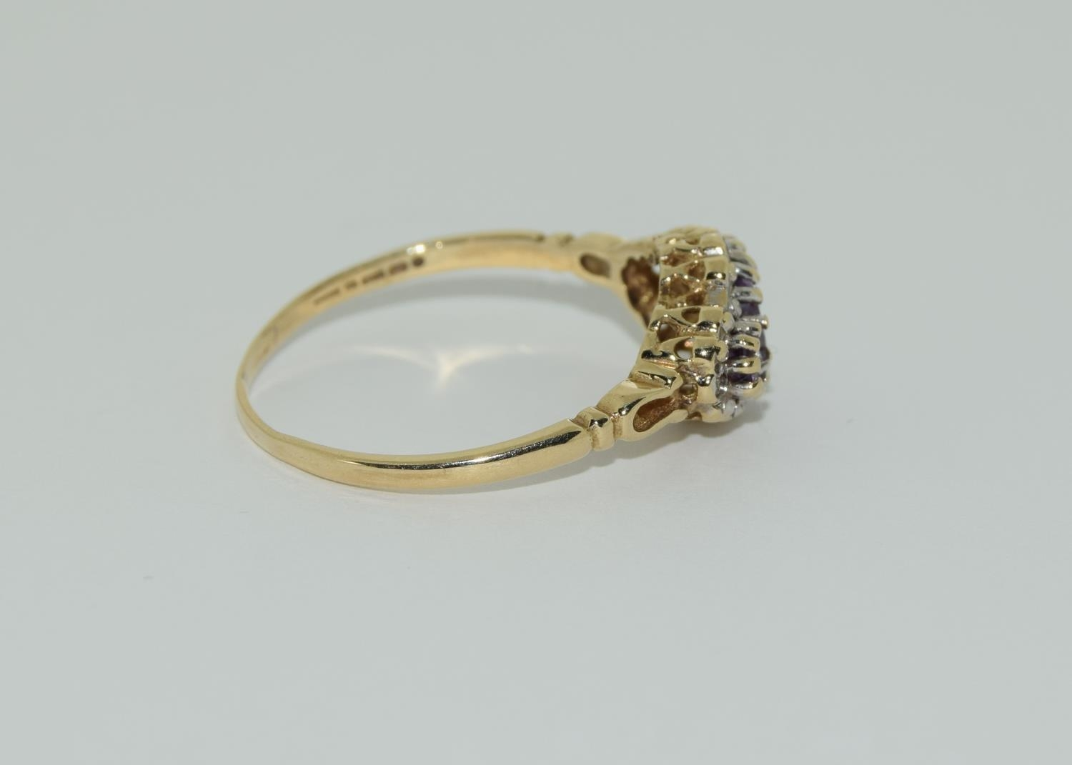 Vintage 9ct gold amethyst and diamond ring. 1.9grams, size R. - Image 2 of 6