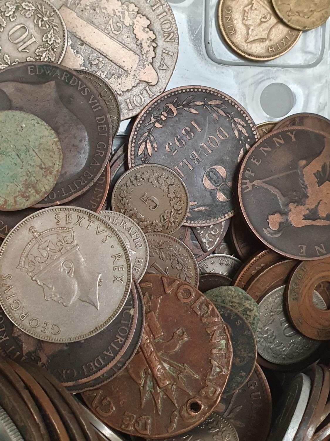 Clear plastic tub of various coinage. - Image 3 of 4