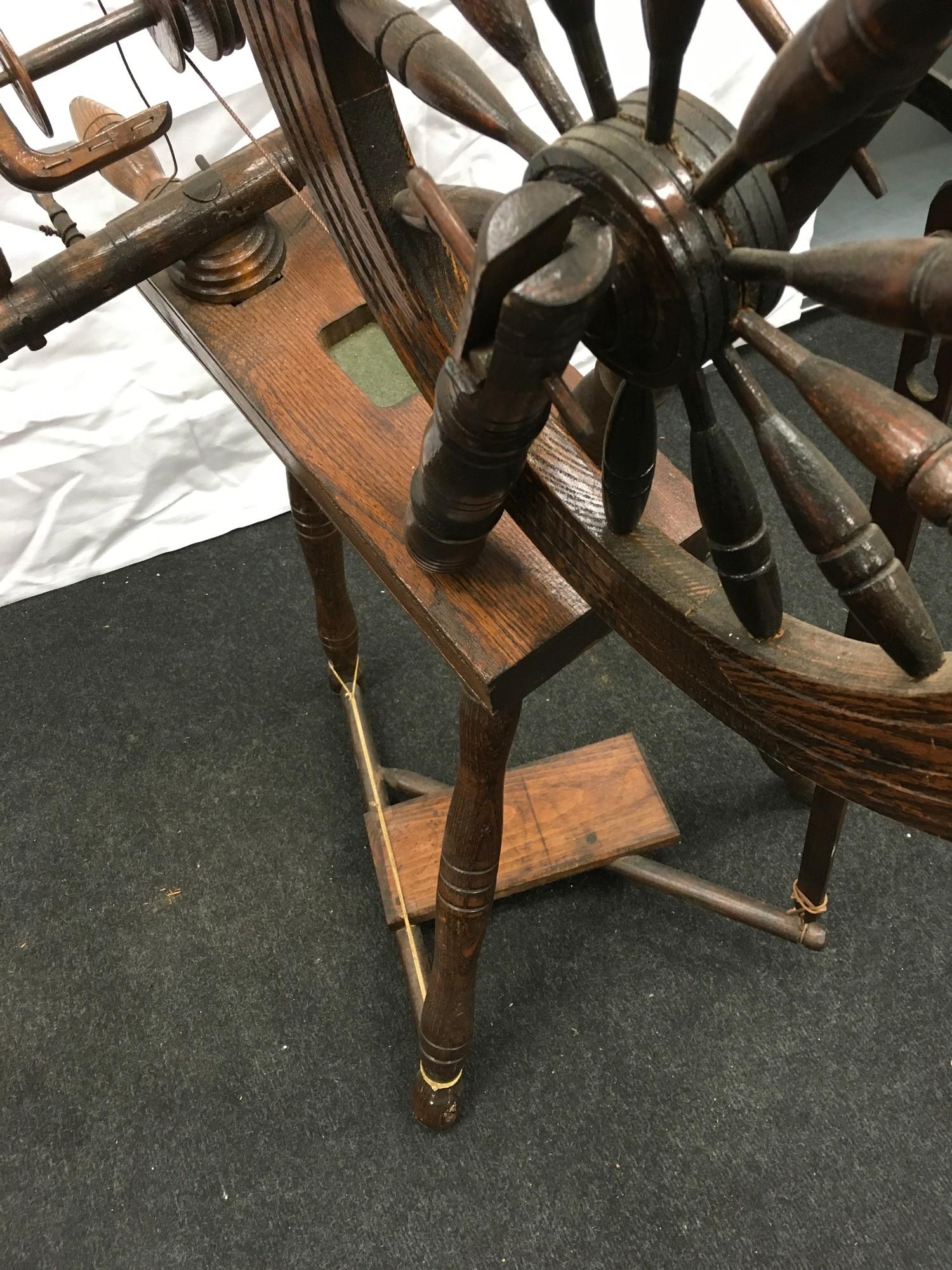 Wool spinning wheel working - Image 6 of 6