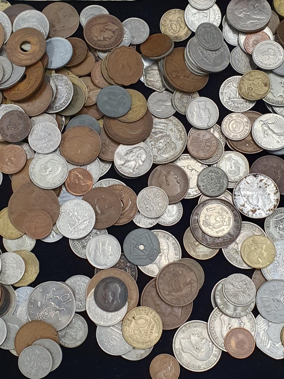 """Collection of mixed coinage and banknotes to include 11 sets of """"Britain's First Decimal Coins"""". - Image 3 of 5"""