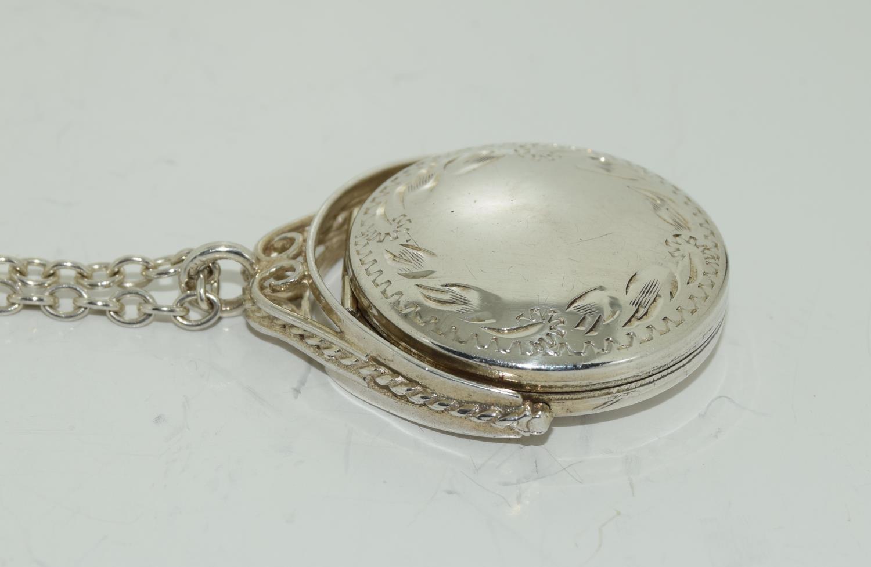 Vintage Bright silver spinning locket. - Image 2 of 4
