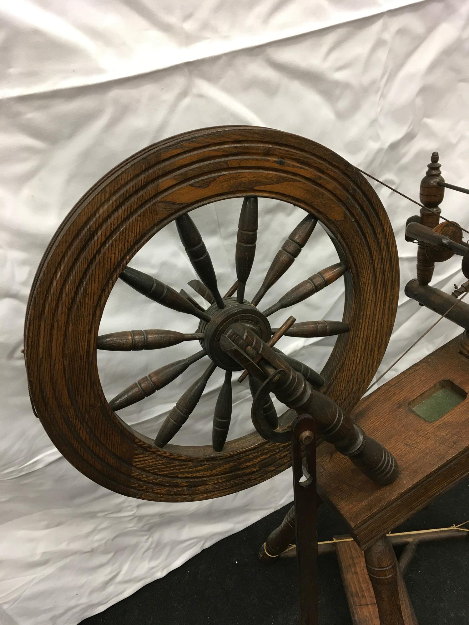Wool spinning wheel working - Image 3 of 6