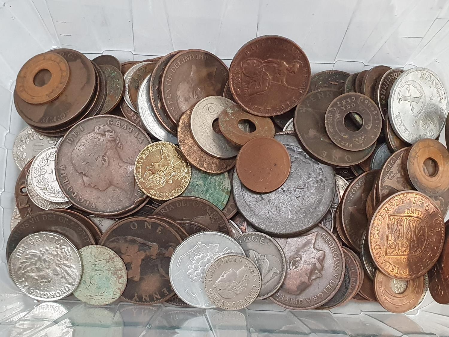 Clear plastic tub of various coinage. - Image 2 of 4