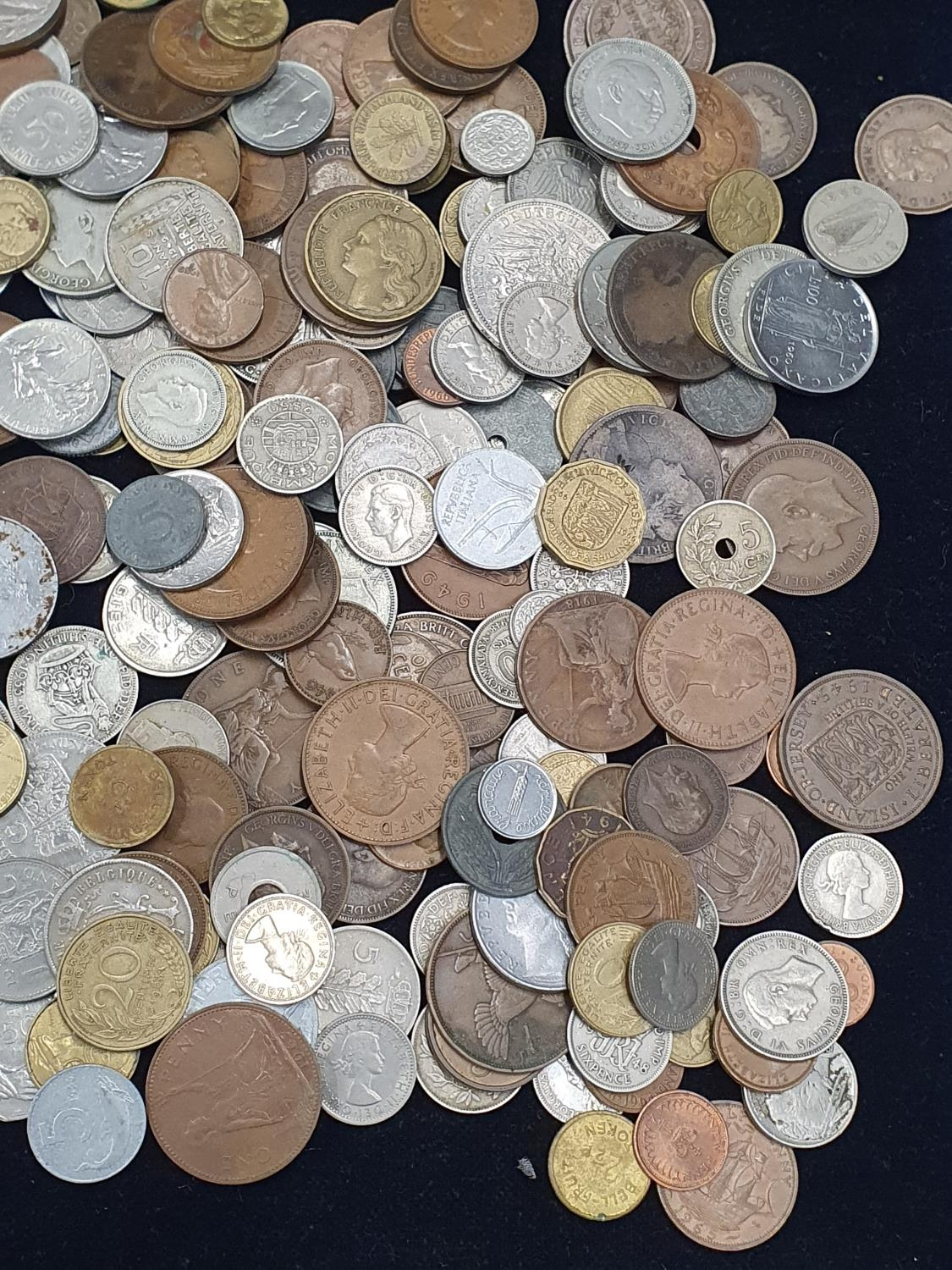 """Collection of mixed coinage and banknotes to include 11 sets of """"Britain's First Decimal Coins"""". - Image 4 of 5"""