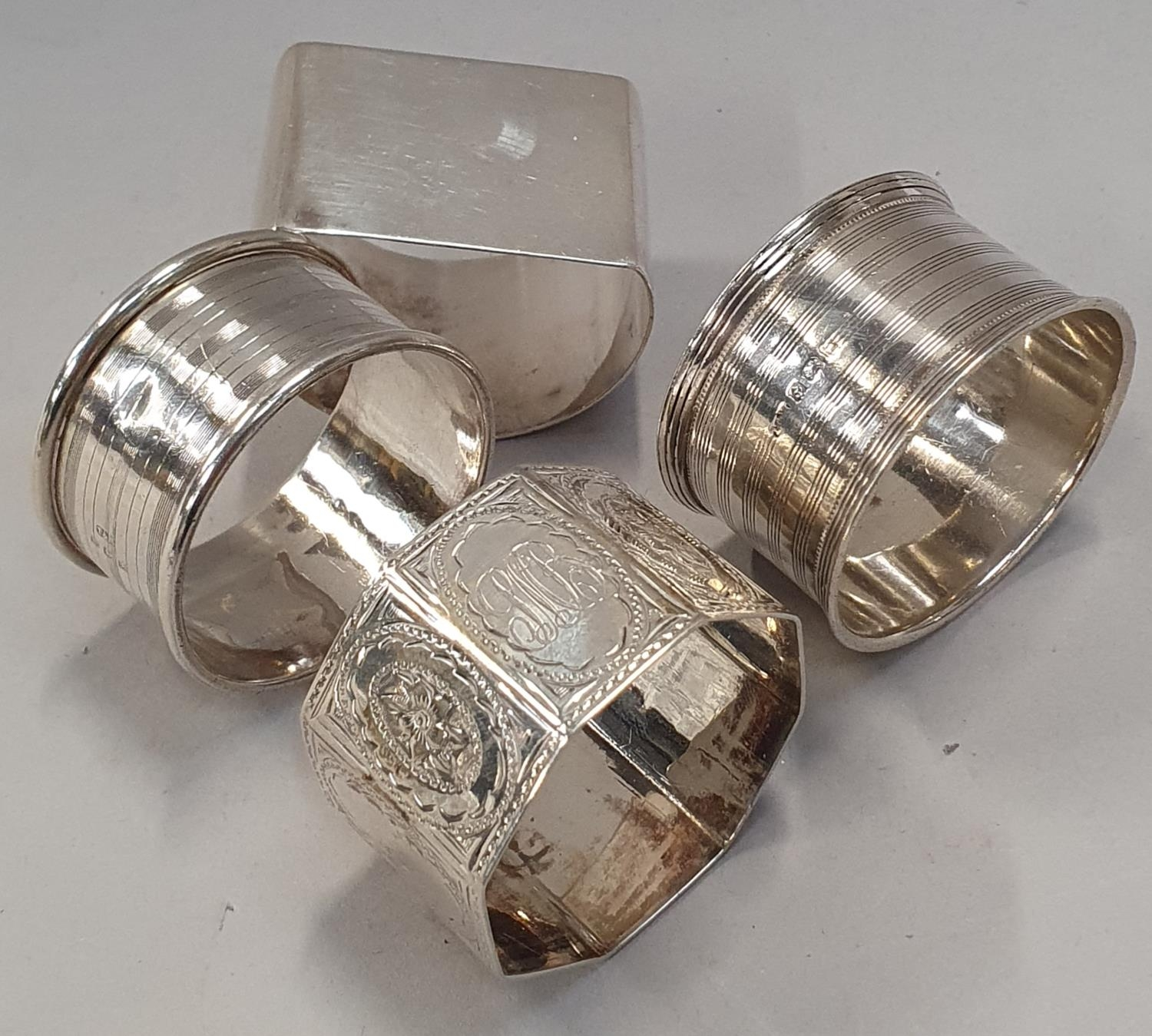 4 silver napkin rings together a baby rattle - Image 3 of 5
