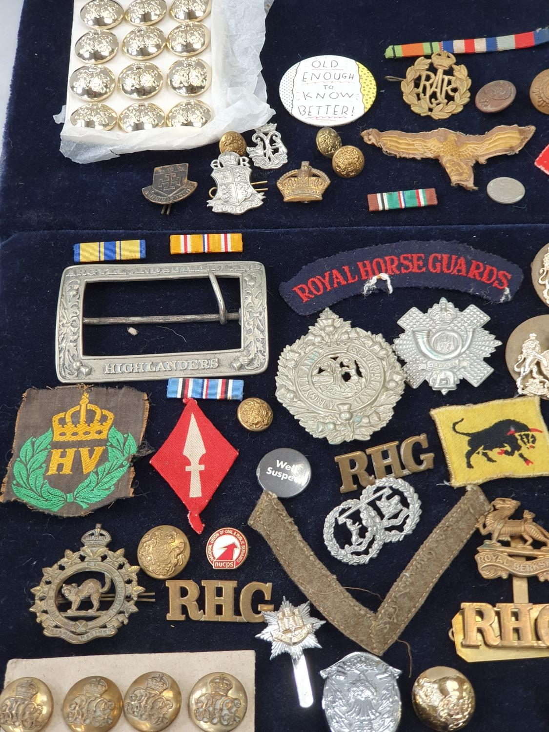 A collection of military pin badges, fabric badges, buttons etc. - Image 2 of 7