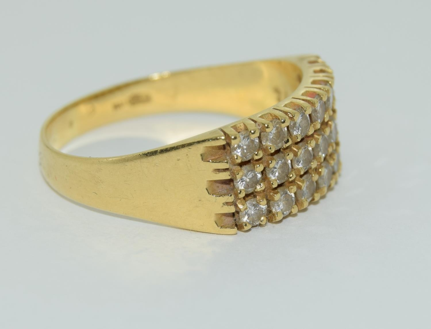 A Heavy 0.75ct three row diamond and 18ct yellow gold ring. 5.1 grams, Size R - Image 5 of 6