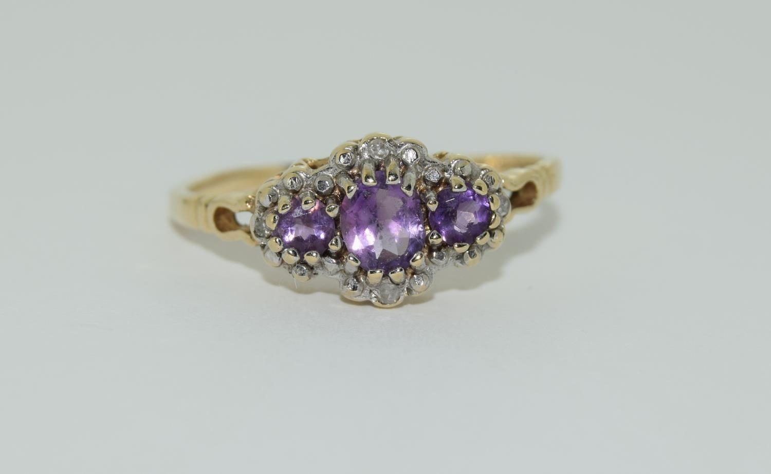Vintage 9ct gold amethyst and diamond ring. 1.9grams, size R.