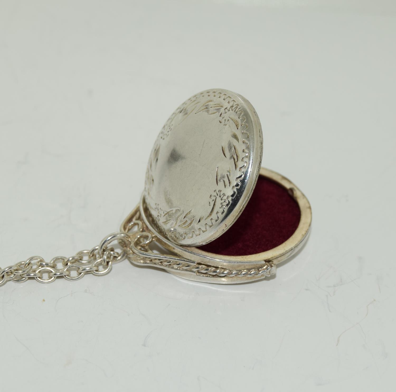 Vintage Bright silver spinning locket. - Image 4 of 4