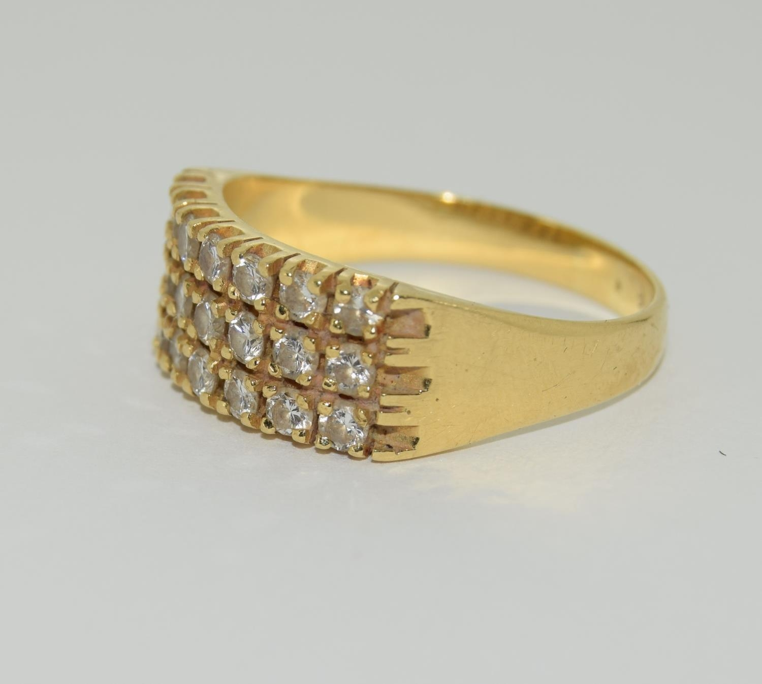 A Heavy 0.75ct three row diamond and 18ct yellow gold ring. 5.1 grams, Size R - Image 4 of 6