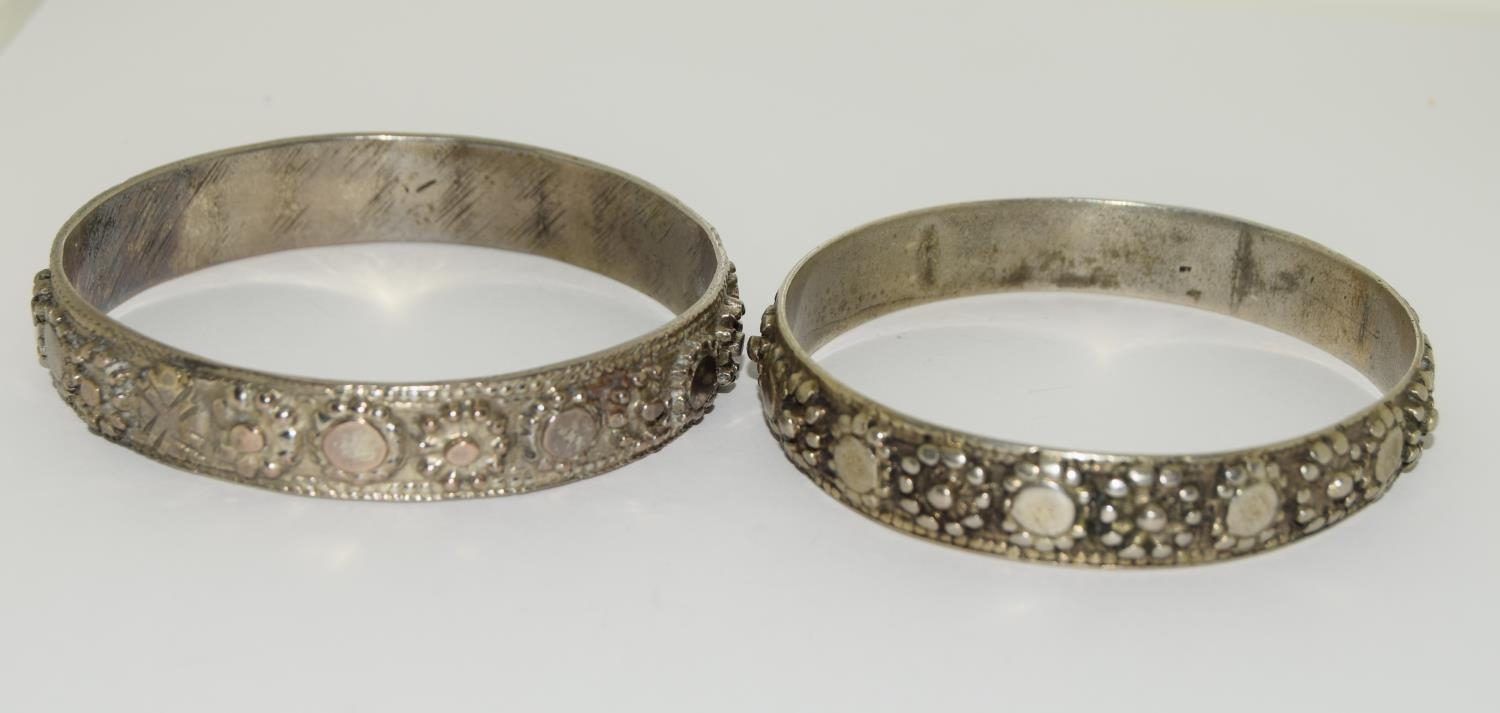 Four silver and white metal bangles together with a garnet and amethyst cross. - Image 2 of 5