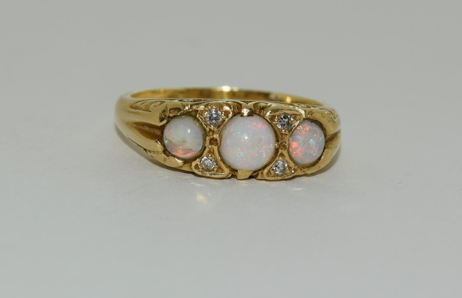 Opal/Diamond 3 stone 18ct gold heavy 6.6g ring, Size P. - Image 6 of 6