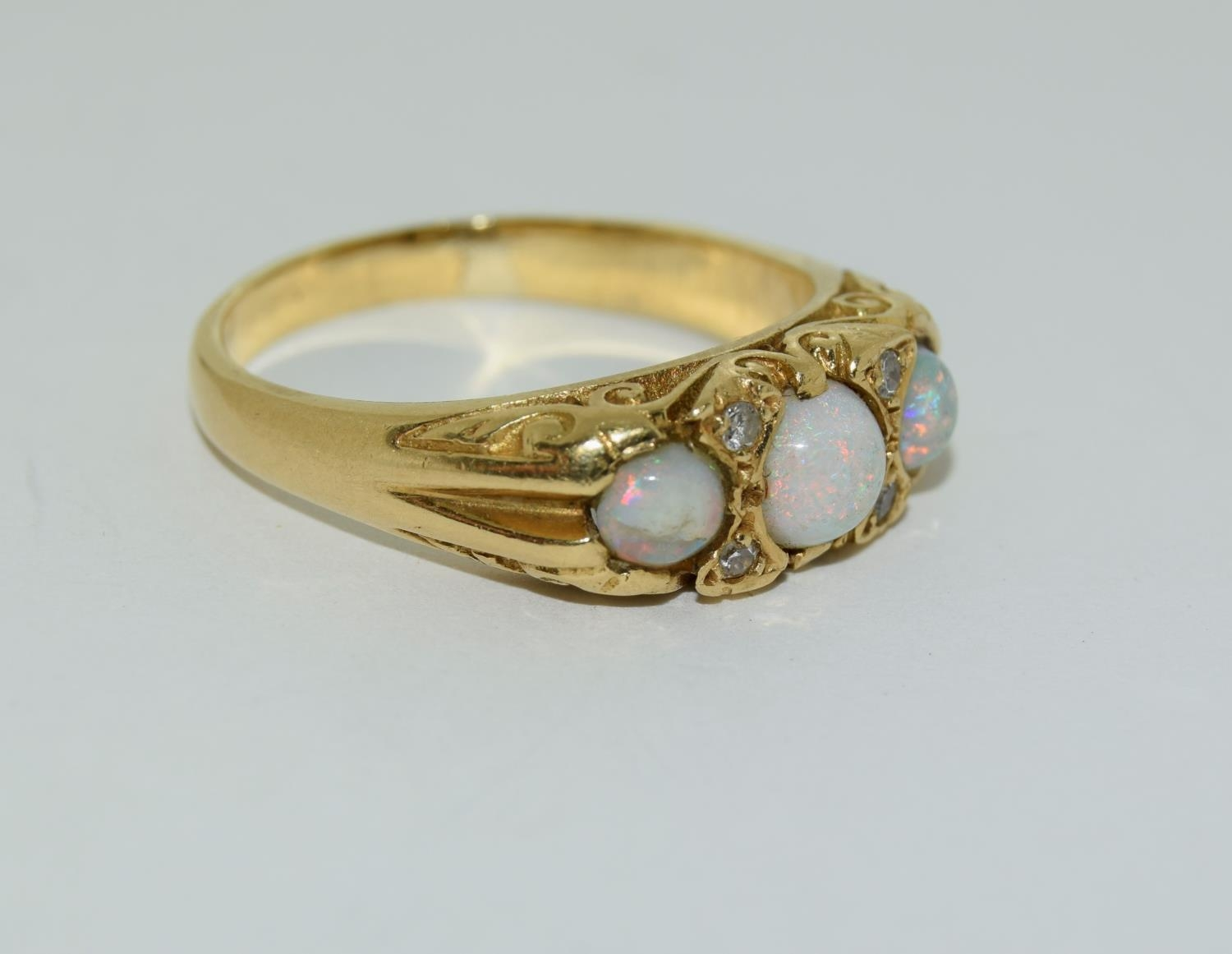 Opal/Diamond 3 stone 18ct gold heavy 6.6g ring, Size P. - Image 5 of 6