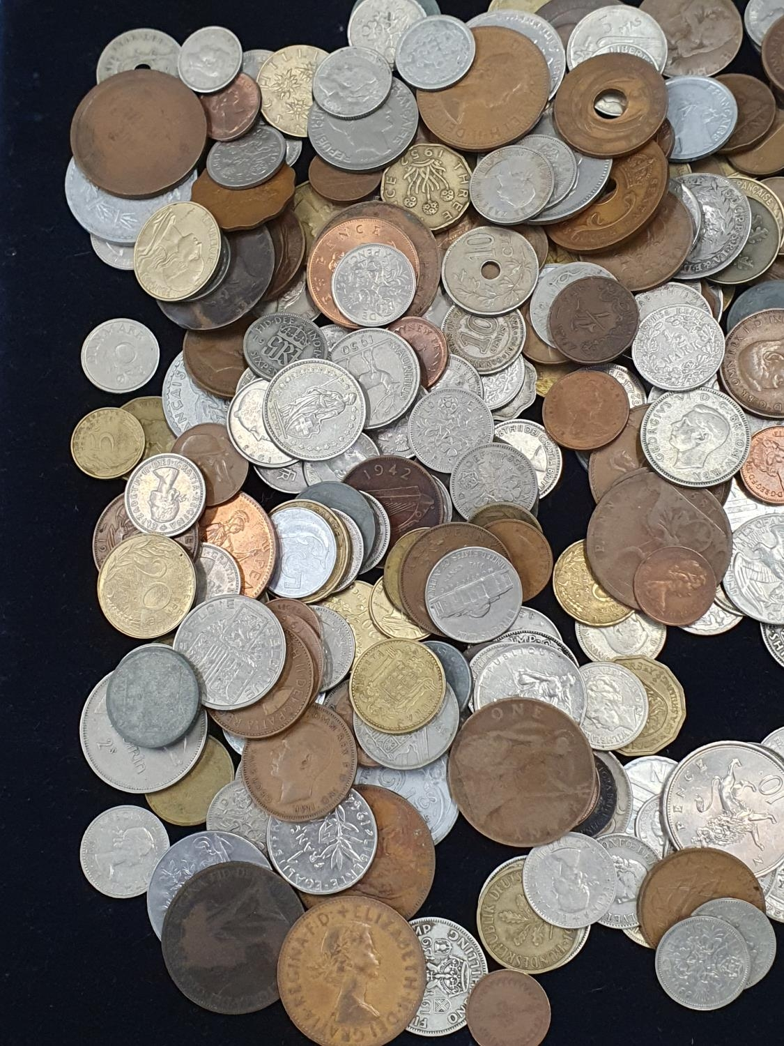 """Collection of mixed coinage and banknotes to include 11 sets of """"Britain's First Decimal Coins"""". - Image 2 of 5"""