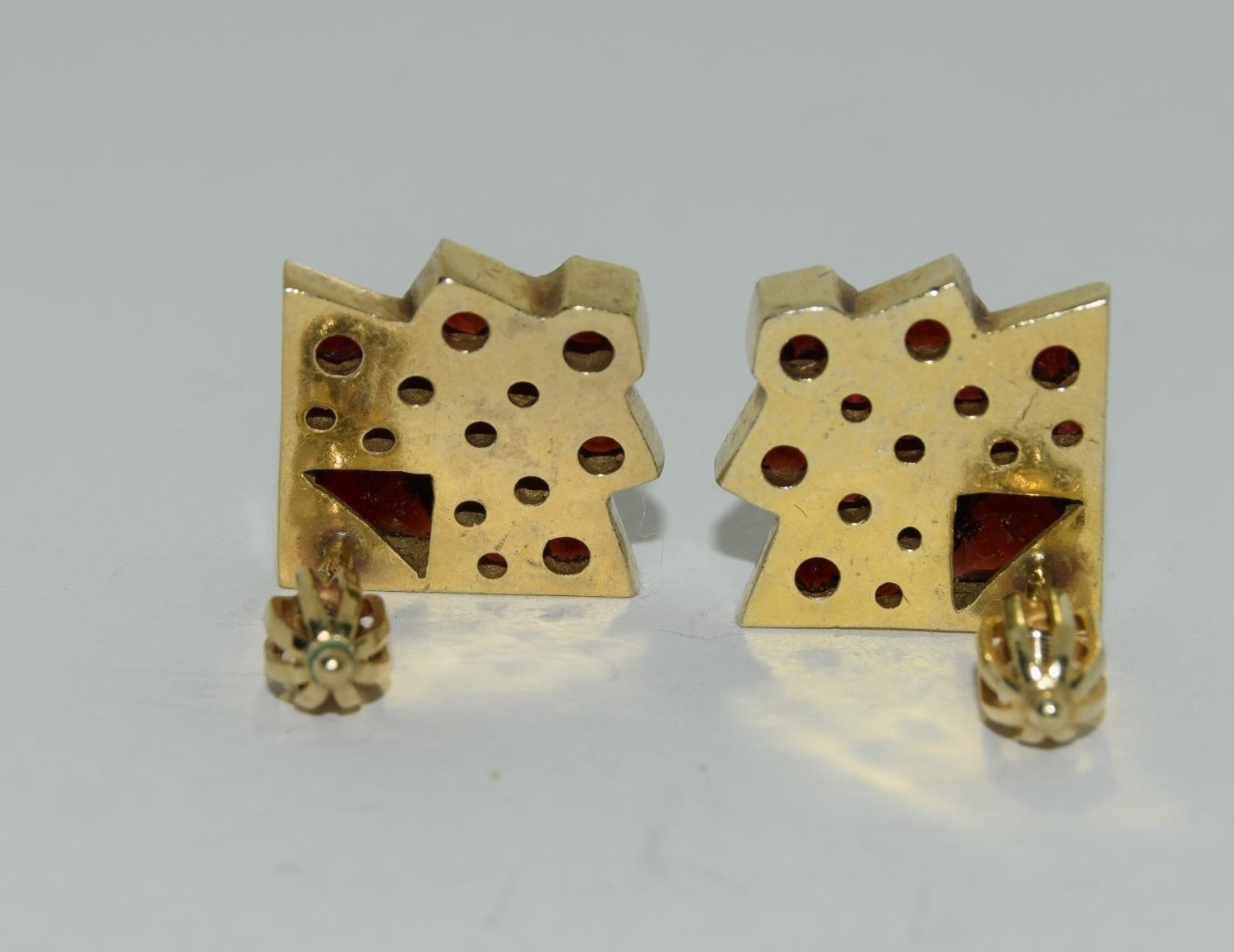A pair of natural Bohemian garden Art Deco style earrings. - Image 4 of 4