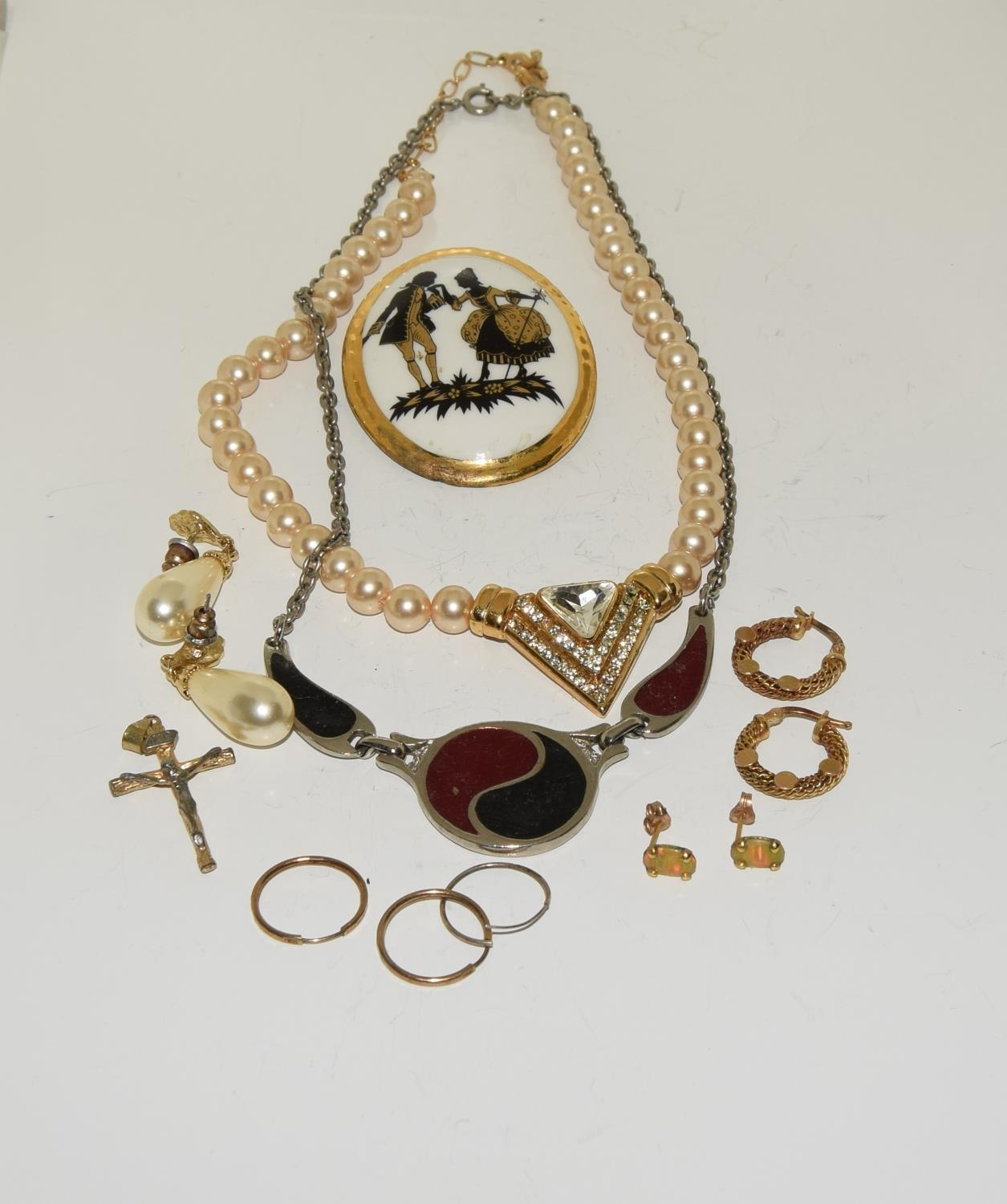 Misc jewellery to include gold