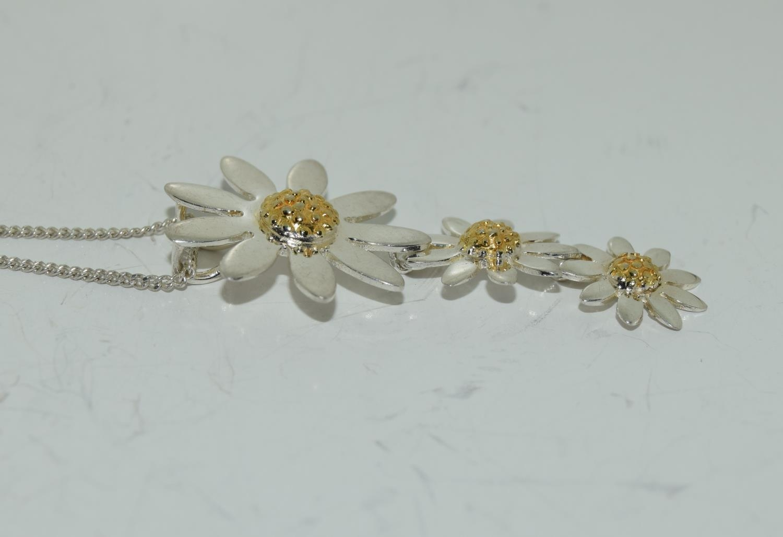 Designer Daisy gold on 925 silver pendant. - Image 2 of 3