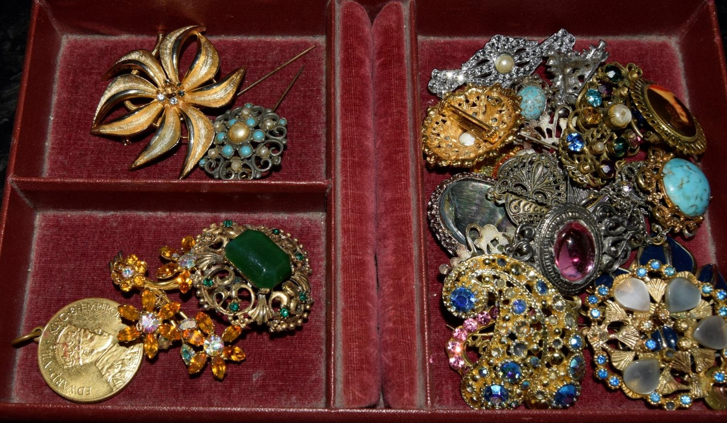 Box of nice wearable/re-sell costume jewellery. - Image 2 of 3