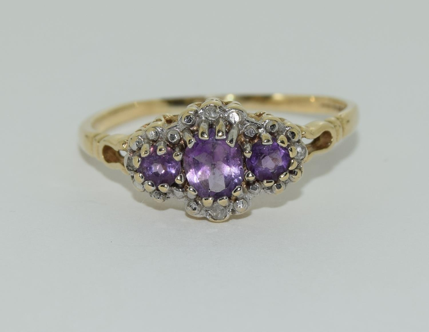 Vintage 9ct gold amethyst and diamond ring. 1.9grams, size R. - Image 6 of 6