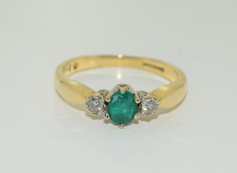 18ct gold ladies emerald and diamond ring h/m 0.1ct diamonds size M