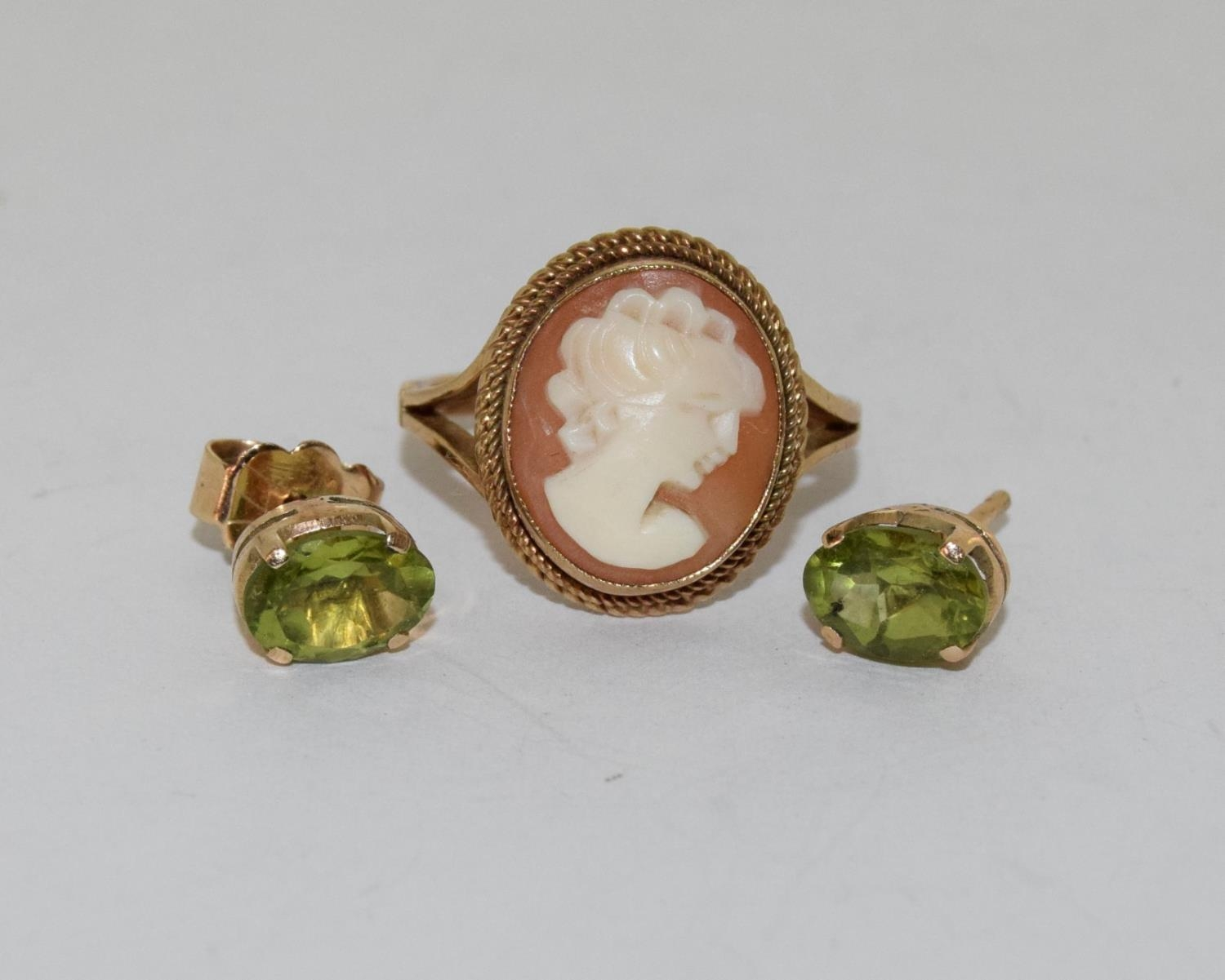 9ct gold ladies cameo ring together with a pair of gold peridot earrings