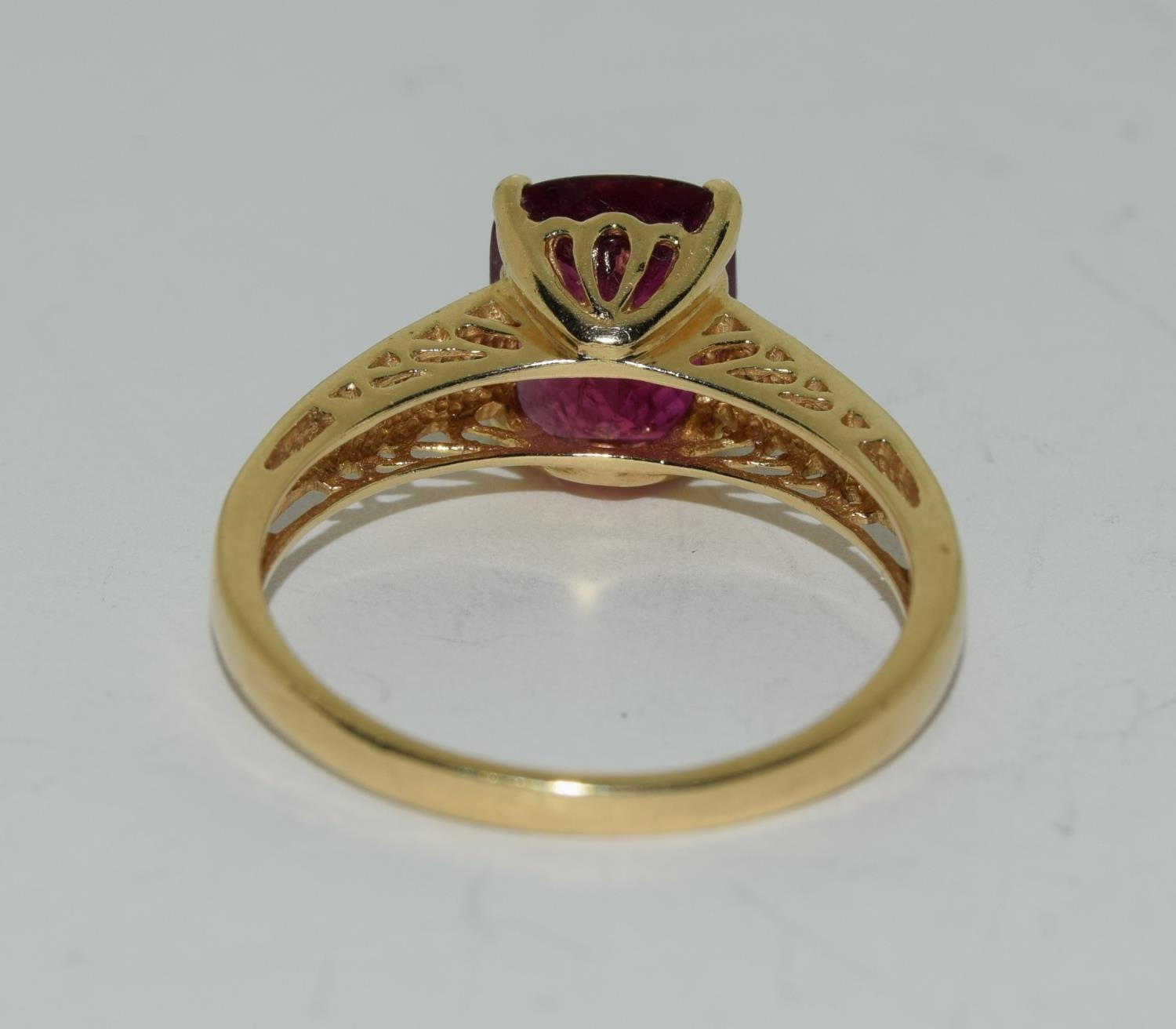 14ct gold ladies ruby and diamond ring ,ruby approx 3ct daimonds to the shoulders size T - Image 3 of 6
