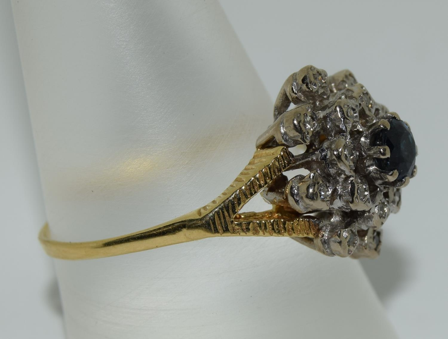 18ct gold diamond and sapphire ring - approx 0.80 dia. Size O. - Image 2 of 6