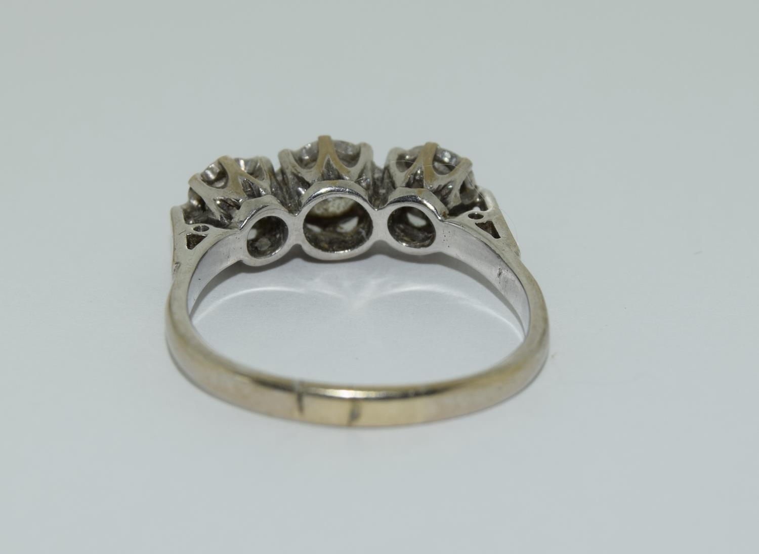 An 18ct white gold ladies three stone diamond ring approx 1ct Size Q. - Image 3 of 6