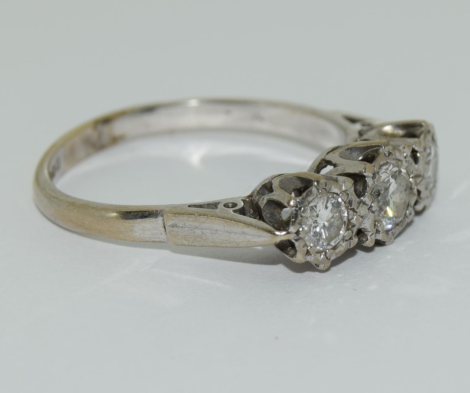 An 18ct white gold ladies three stone diamond ring approx 1ct Size Q. - Image 5 of 6
