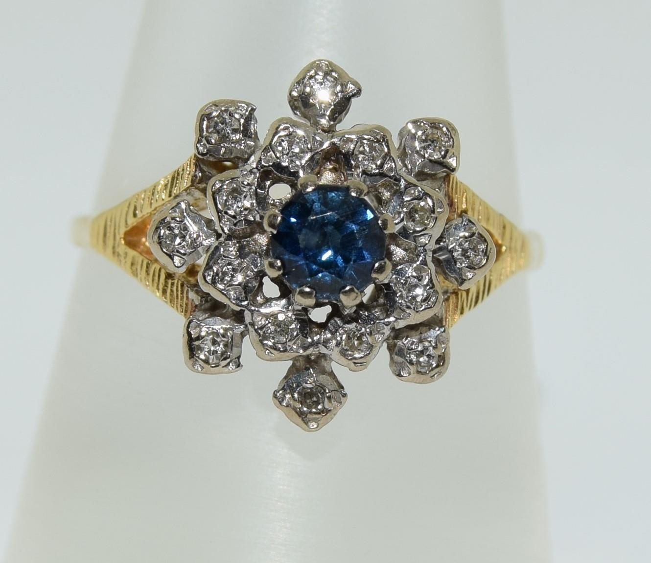 18ct gold diamond and sapphire ring - approx 0.80 dia. Size O.