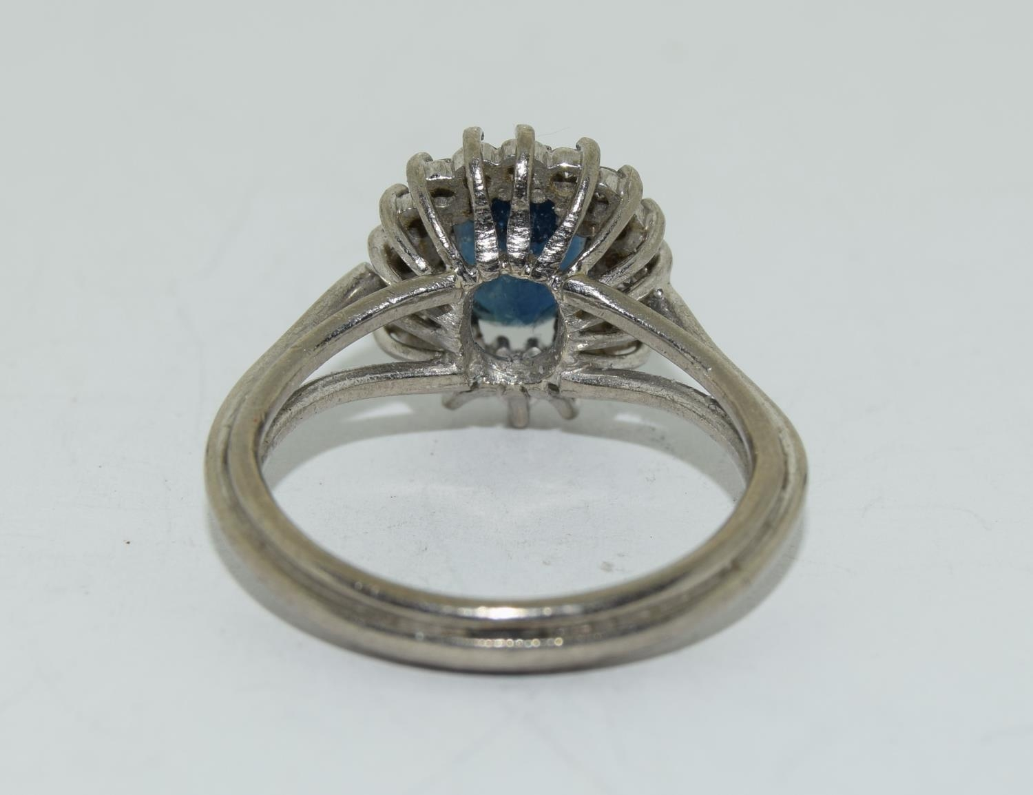 An 18ct white gold ladies diamond and sapphire ring, Size L - Image 3 of 6