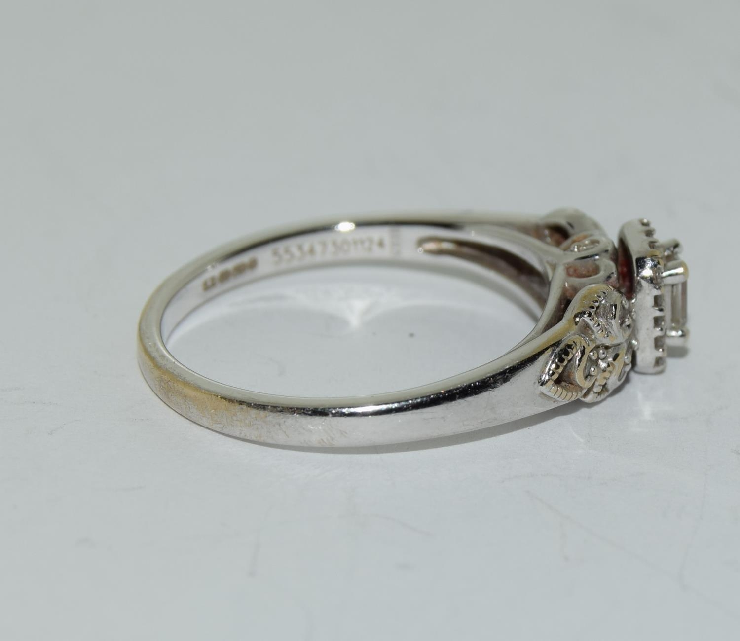 18ct white gold ladies diamond ring with certificat and original boxes from Emmy of London size O - Image 4 of 5