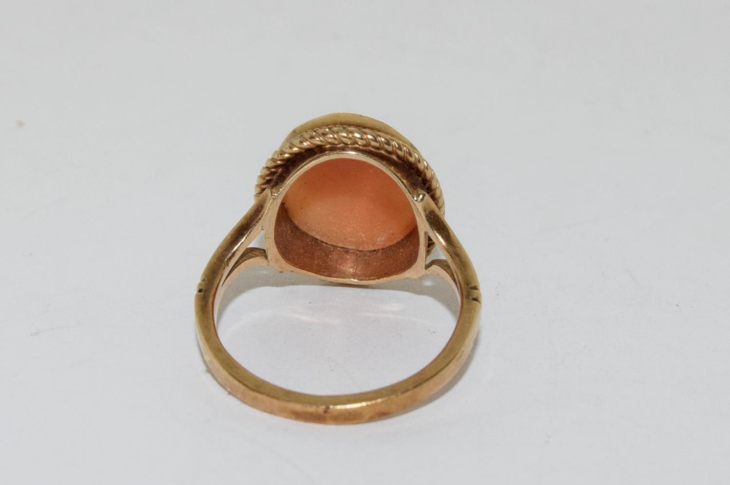 9ct gold ladies cameo ring together with a pair of gold peridot earrings - Image 3 of 5