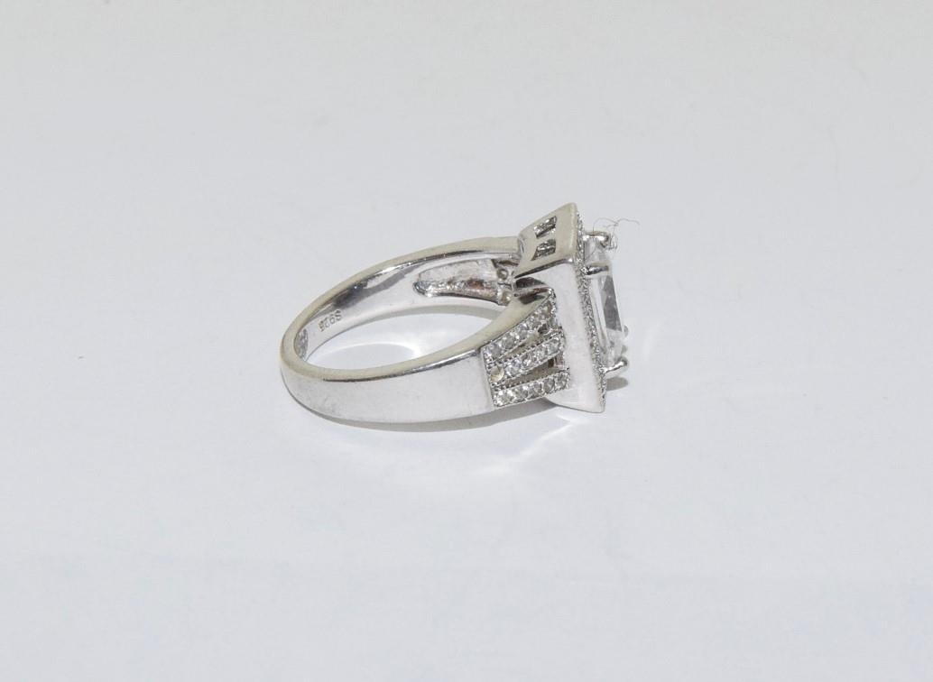 A pretty Art Deco style silver ring, Size K - Image 2 of 3
