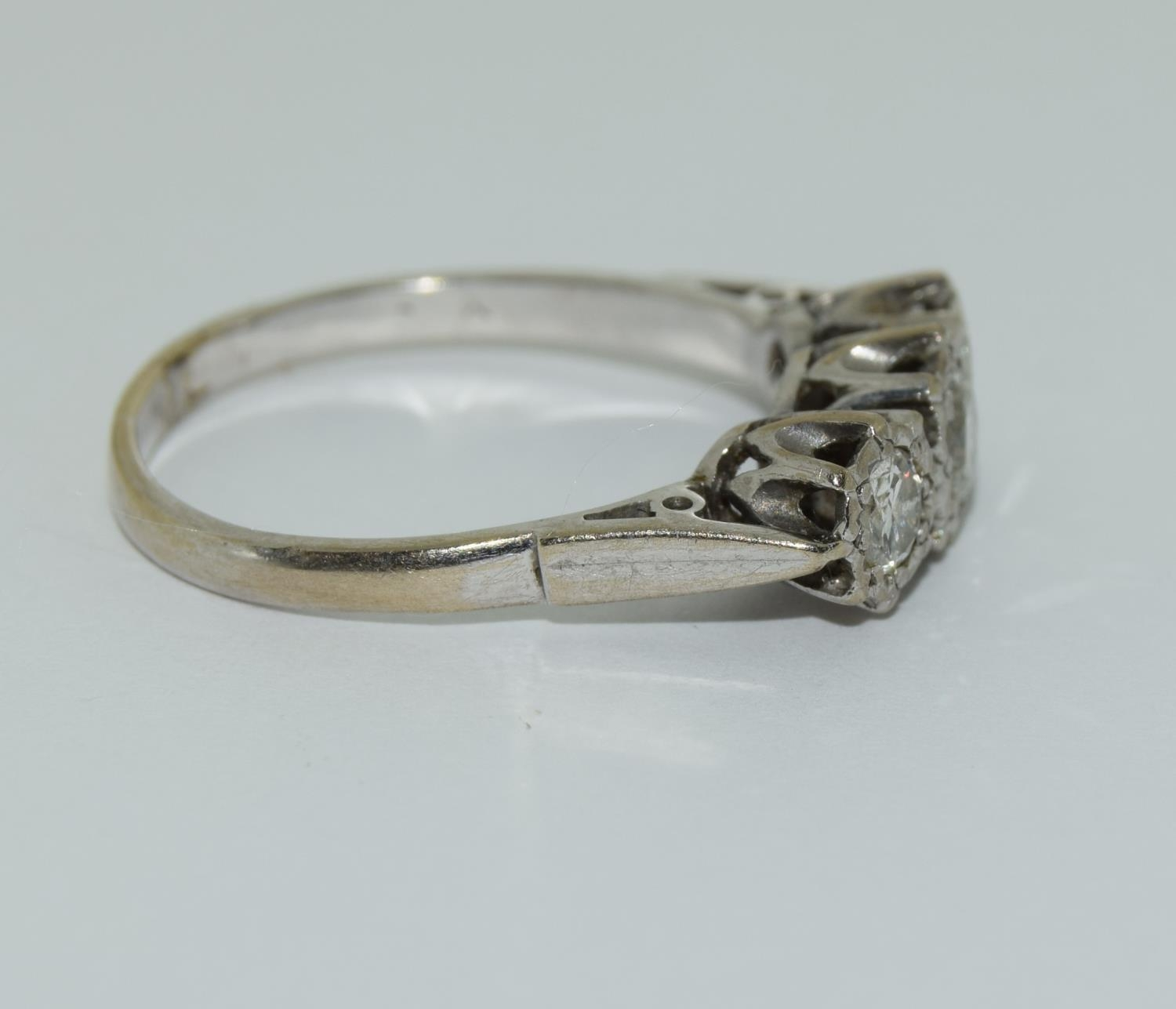 An 18ct white gold ladies three stone diamond ring approx 1ct Size Q. - Image 2 of 6