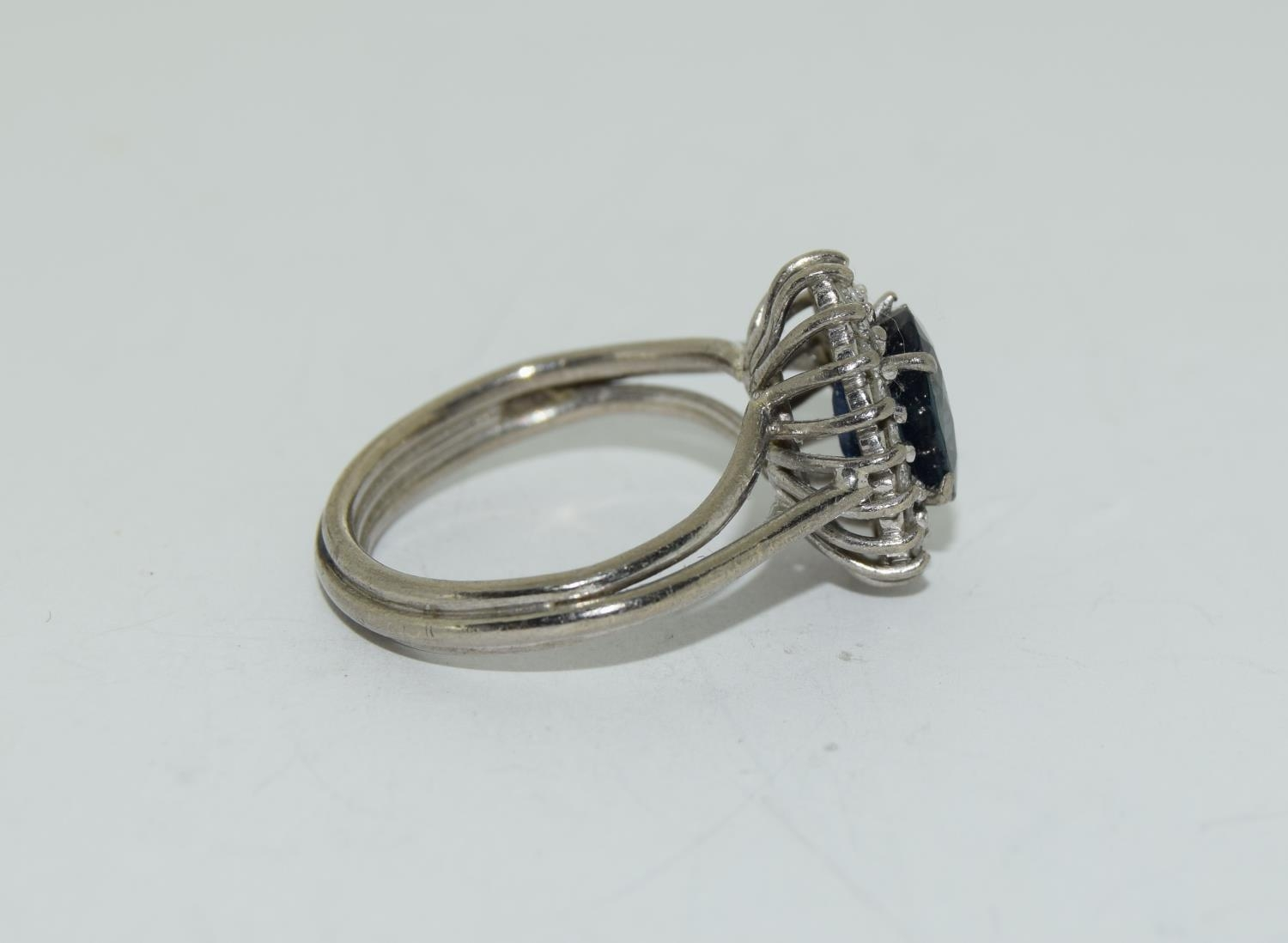 An 18ct white gold ladies diamond and sapphire ring, Size L - Image 2 of 6