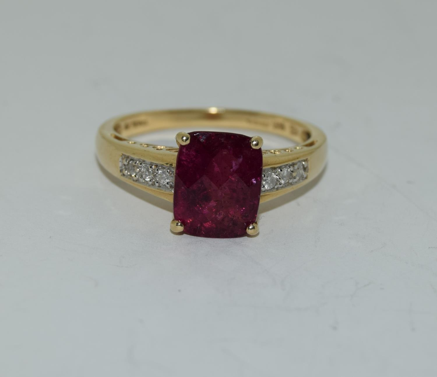 14ct gold ladies ruby and diamond ring ,ruby approx 3ct daimonds to the shoulders size T