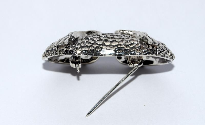 Silver owl brooch with glass eyes. - Image 4 of 4