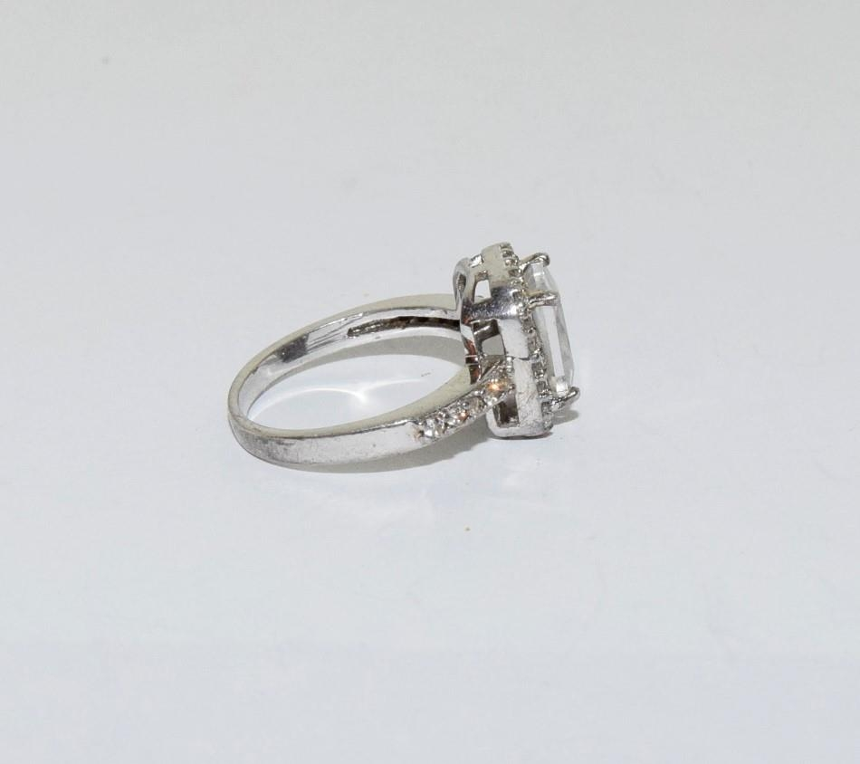 Square shaped CZ silver ring, size J - Image 2 of 3