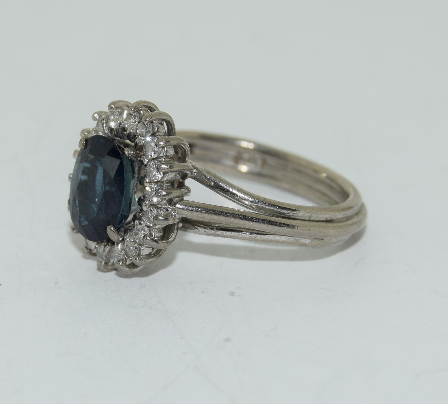 An 18ct white gold ladies diamond and sapphire ring, Size L - Image 4 of 6