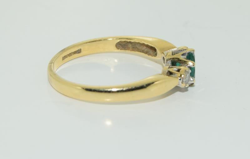 18ct gold ladies emerald and diamond ring h/m 0.1ct diamonds size M - Image 2 of 5