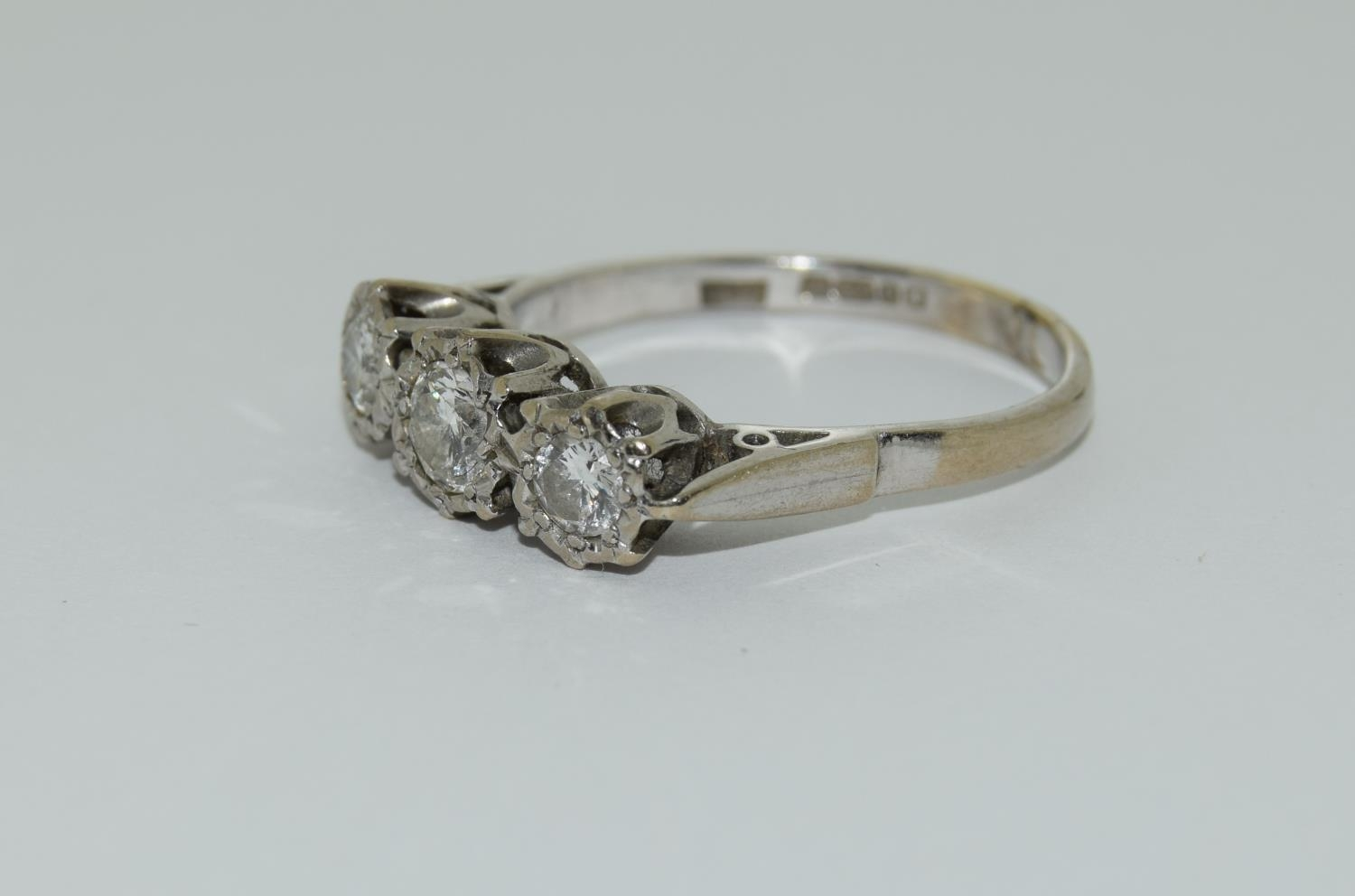 An 18ct white gold ladies three stone diamond ring approx 1ct Size Q. - Image 4 of 6