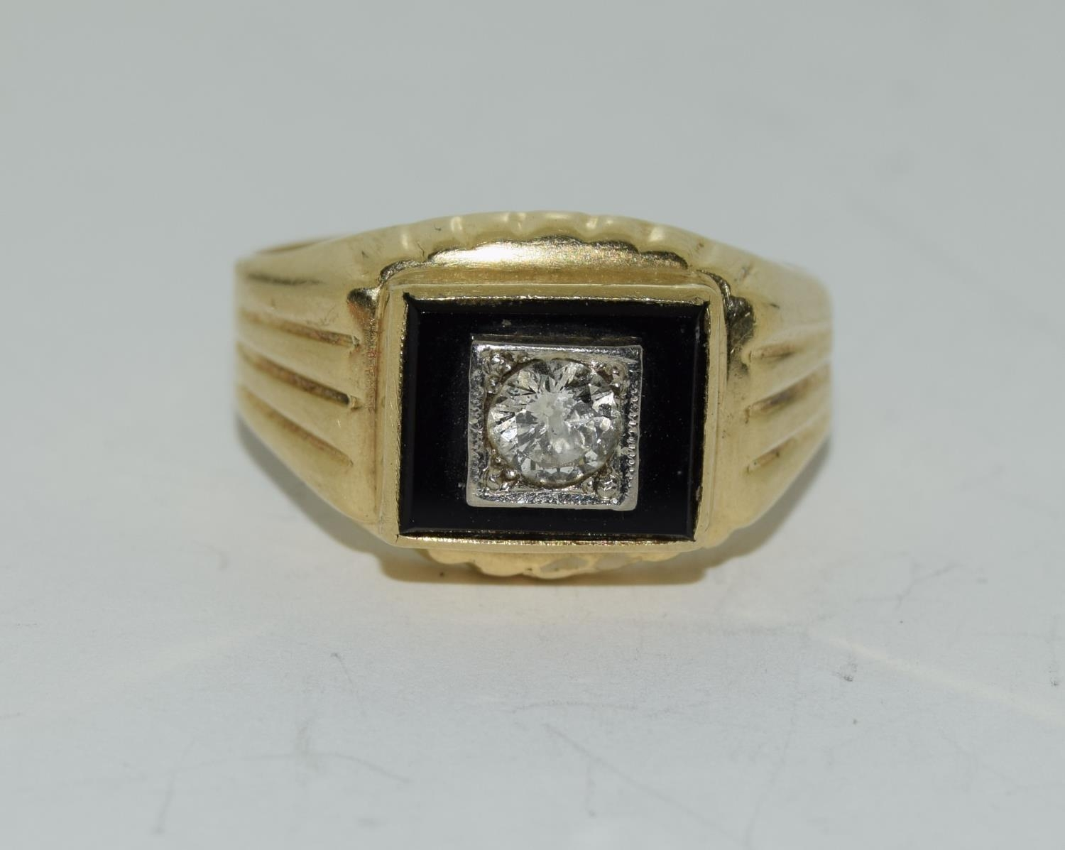 14ct gold gents onyx set with diamond approx 0.33ct signet ring size S