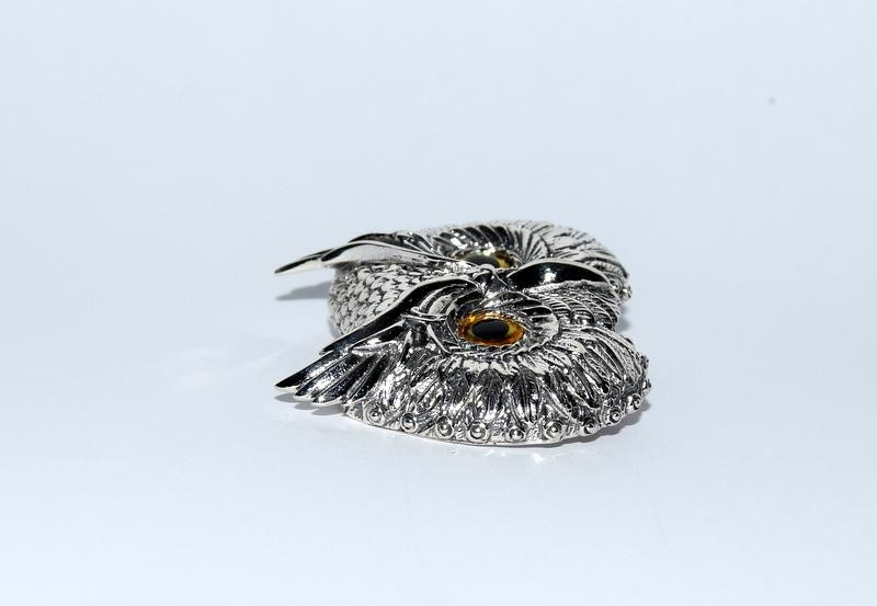 Silver owl brooch with glass eyes. - Image 2 of 4